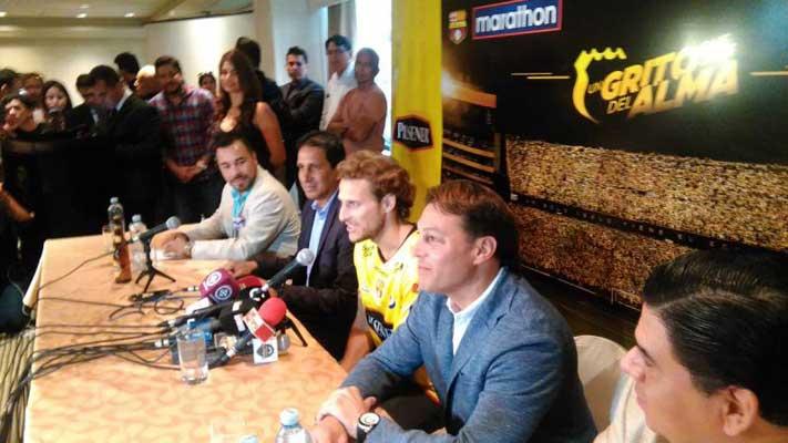 Diego Forlán llegó a Ecuador para la 'Noche Amarilla'