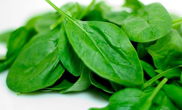 Beneficios al consumir las espinacas en las comidas