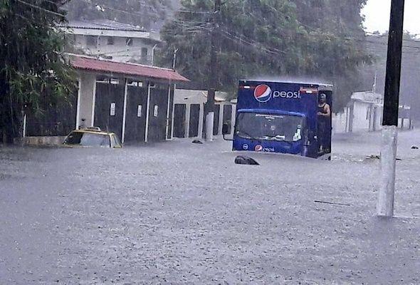 Las lluvias no cesan en Guayaquil