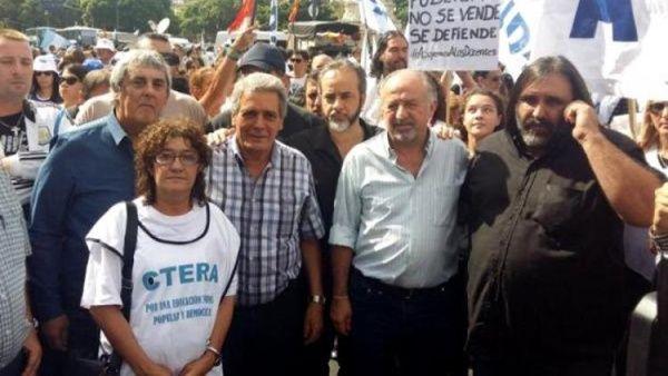 Sindicatos de obreros de Argentina anuncian paro general