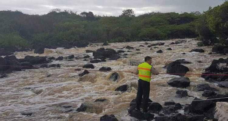 Seis turistas fueron rescatados de una corriente en San Cristóbal