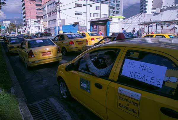 Taxistas paralizan actividades en Quito por falta de control del Municipio