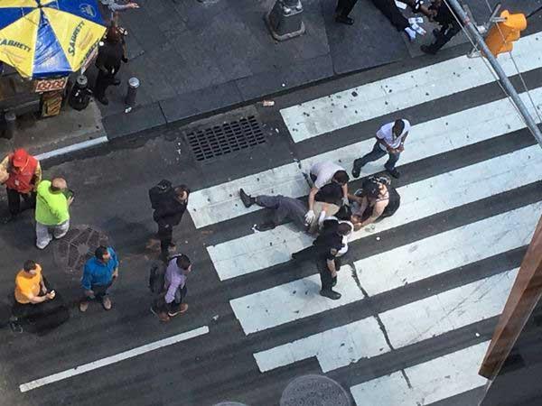 Un automóvil atropelló a una decena de personas en Times Square y dejó al menos un muerto