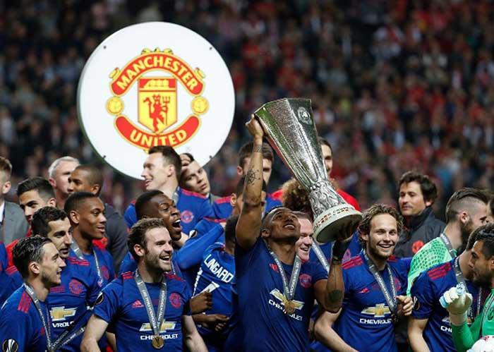 Antonio Valencia campeón de la UEFA Europa League