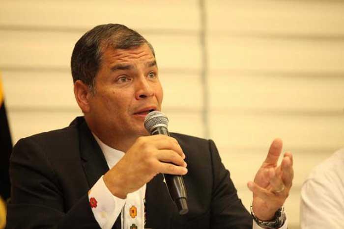 Rafael Correa: Varias personas estaban vigiladas desde hace semanas por el caso Odebrecht La información y el contenido multimedia, publicados por la Agencia de Noticias Andes, son de carácter público, libre y gratuito. Pueden ser reproducidos con la obligatoriedad de citar la fuente. http://www.andes.info.ec/es/noticias/varias-personas-estaban-vigiladas-hace-semanas-caso-odebrecht-afirma-expresidente-correa?platform=hootsuite