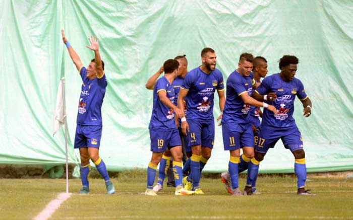 Delfín vence a Universidad Católica por 3-1