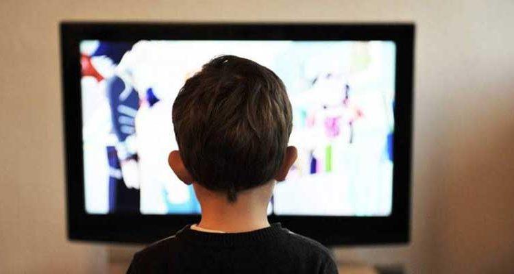 Disminuyen mensajes sexistas en tv y radio