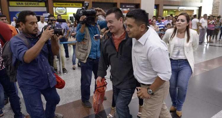 Ecuatorianos deportados llegan a Ecuador