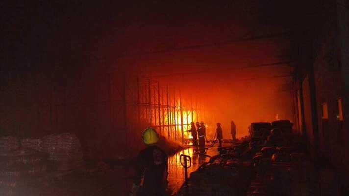 Incendian toneladas de comida en Venezuela