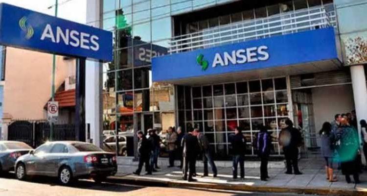 Jubilado se pega un tiro en oficina estatal Argentina