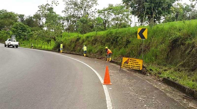 Mantenimiento de vías en Santo Domingo de los Tsáchilas