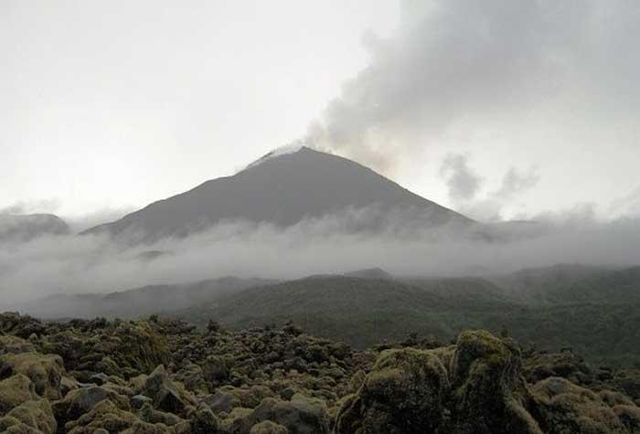 Volcán Reventador en actividad alta