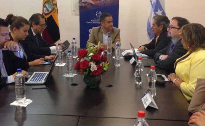 Senescyt y U. de Guayaquil se unen para formar comisión