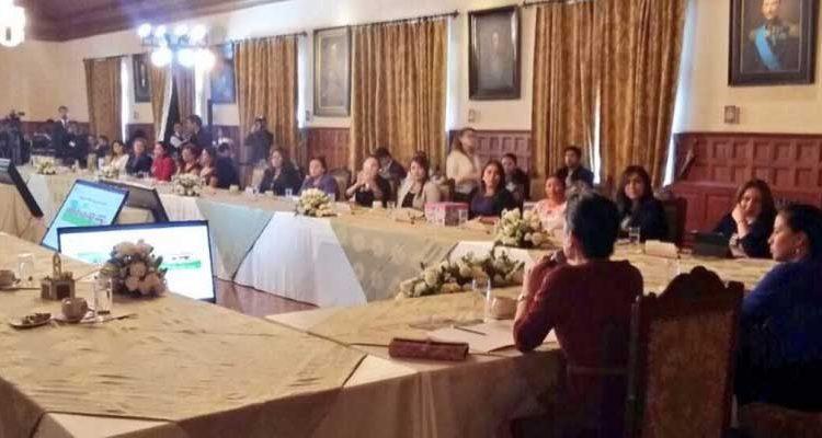 """Apoyo de esposas de alcaldes y prefectos hacia el programa """"Casa Para Todos"""""""