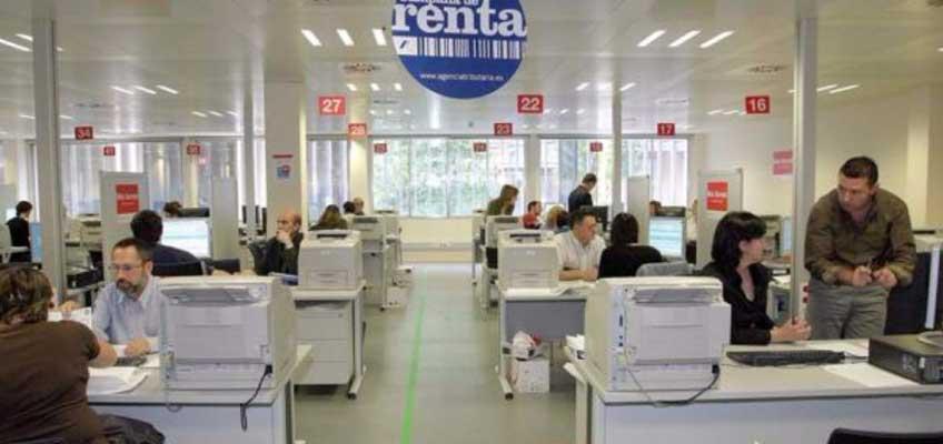 España crea puestos de funcionarios