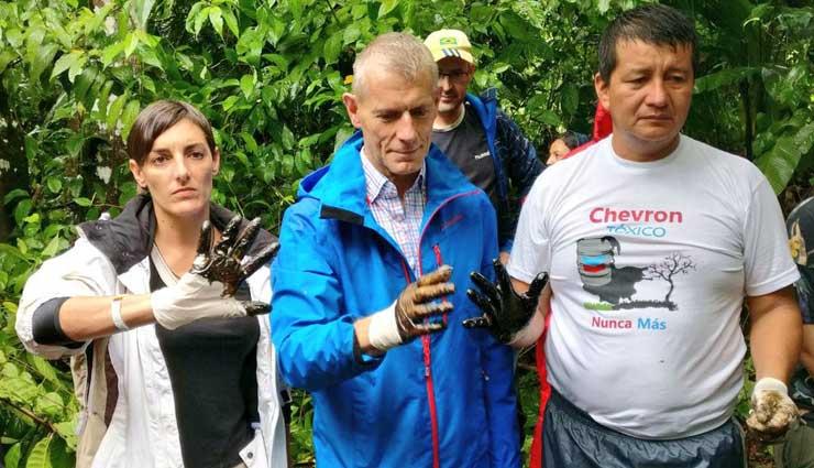 Eurodiputados constatan contaminación de Chevron