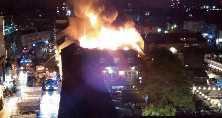 Incendio en mercado camden Londres