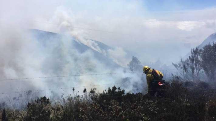 Incendio en cerro Atacazo