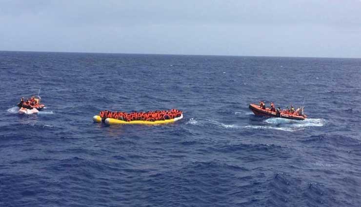 Migrantes muertos en una barca en el Mediterráneo