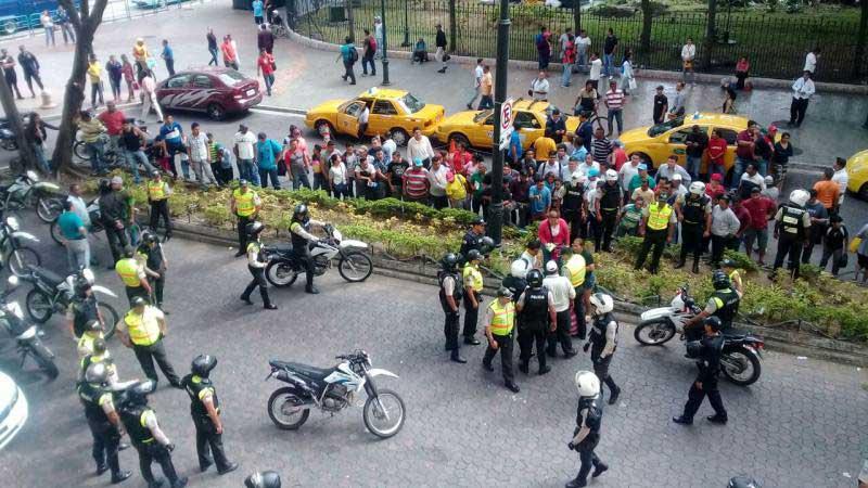 Taxistas amarillos e informales protagonizan enfrentamientos en Guayaquil