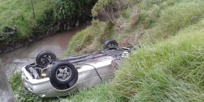 Vehículo pierde pista en la panamericana sur