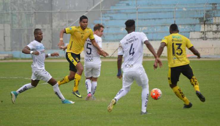 Fuerza Amarilla, Universidad Católica, Fútbol, Resultados