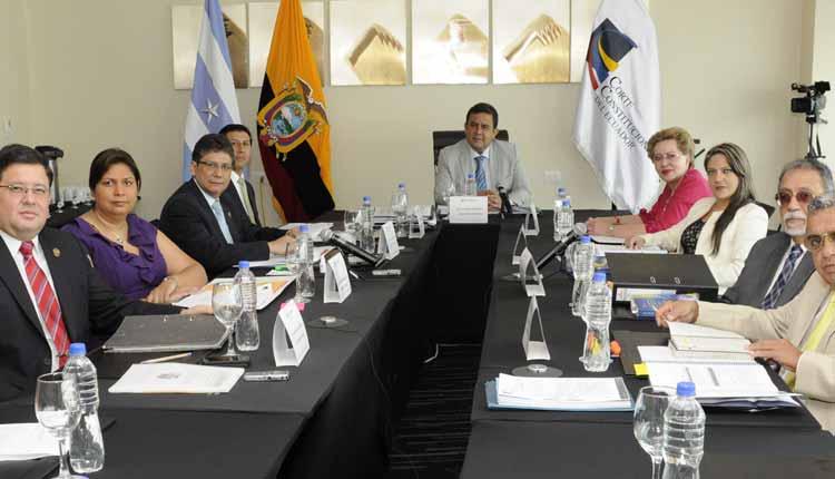 funcionarios_públicos, Reforma Constitucional, Ecuador, Reelección,
