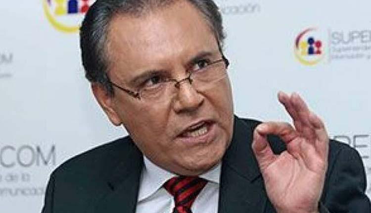 Carlos Ochoa, Política, Ecuador,