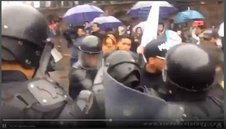Militantes reprimidos por policias