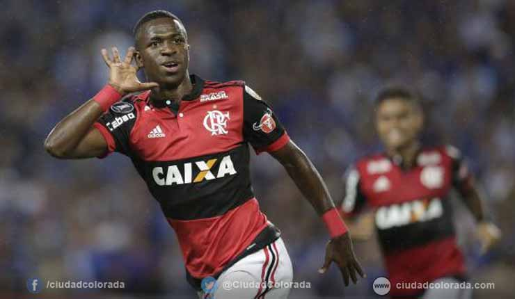 Emelec perdió 1-2 de local ante Flamengo con un doblete de Vinícius Júnior