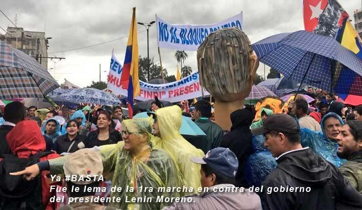 Miles de simpatizantes y militantes del movimiento Revolución Alfarista, así como ex-funcionarios del Gobierno anterior y asambleístas, se dieron cita en los exteriores del Banco Central del Ecuador (BCE) portando pancartas y banderas con consignas en contra del régimen del presidente de la República, Lenín Moreno.