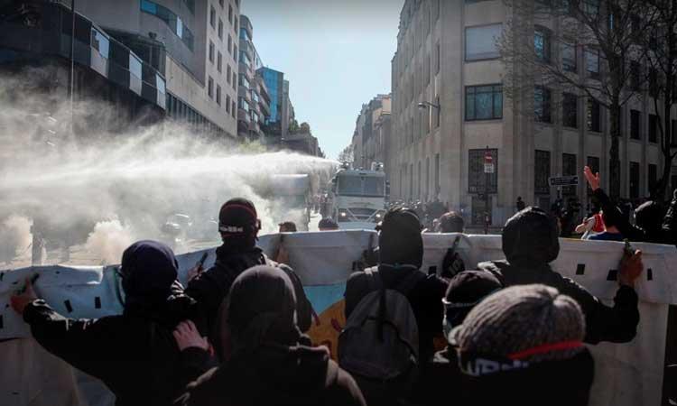 Francia policía reprime marchas