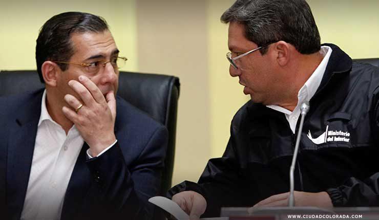 Renuncia:Ministro de Defensa de Ecuador, Patricio Zambrano, y ministro de Interior de Ecuador