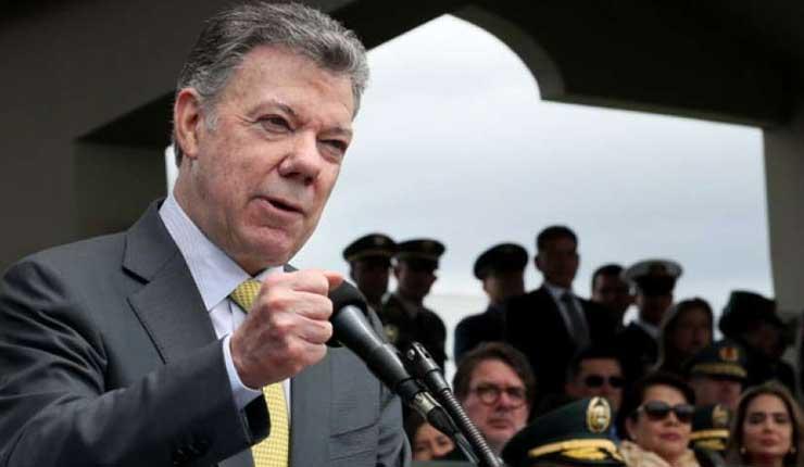"""El presidente de Colombia, Juan Manuel Santos, reconoció que por una culpa """"colombiana"""" se ha retrasado la construcción de las obras viales en la frontera entre su país y Ecuador."""