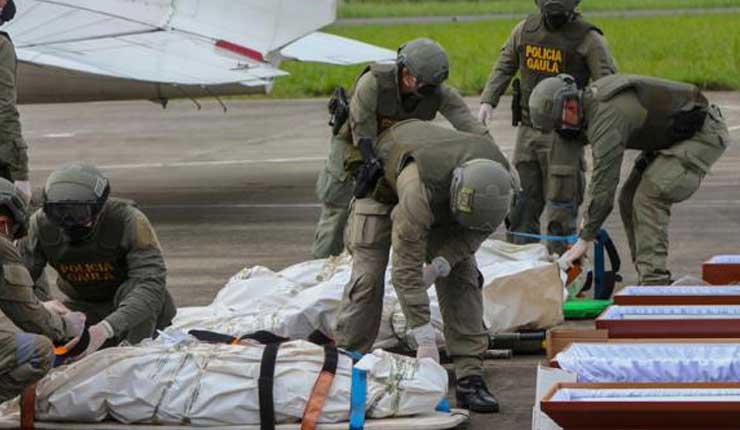 Arriban a Ecuador restos del equipo de prensa de El Comercio asesinados