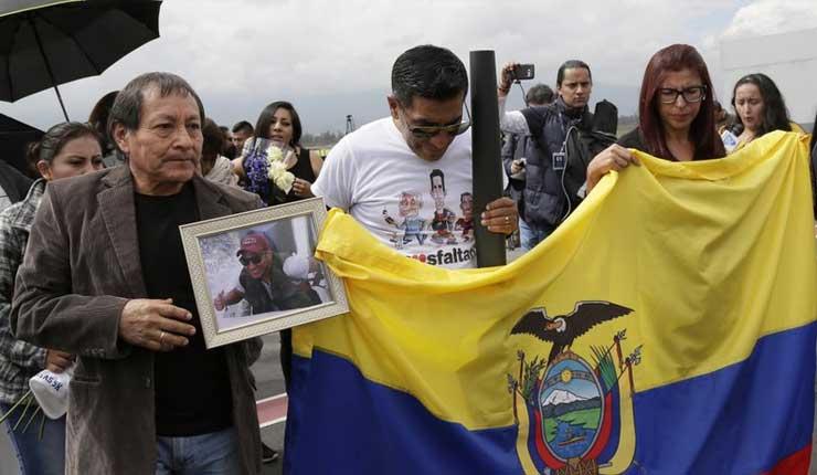Llegan a Ecuador restos de periodistas asesinados por FARC