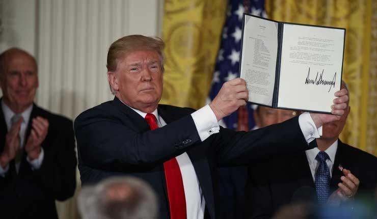 """Trump busca crear """"fuerza espacial"""" para asegurar supremacía"""