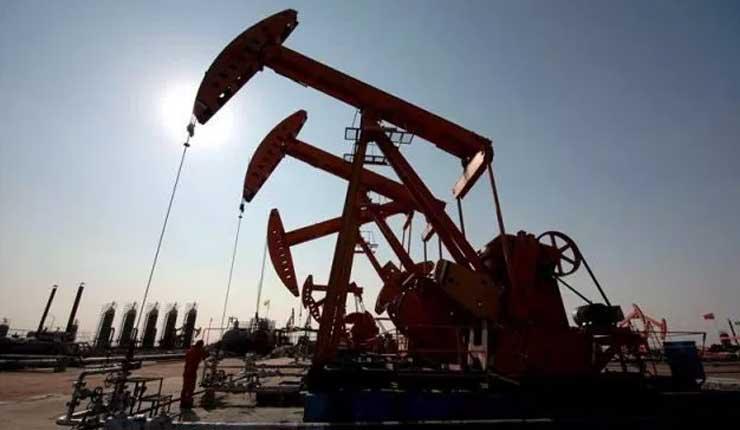 Petróleo cae tras sorpresivo aumento en las reservas de EE.UU.