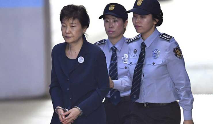 La expresidenta de Corea del Sur, condenada a otros 8 años de cárcel