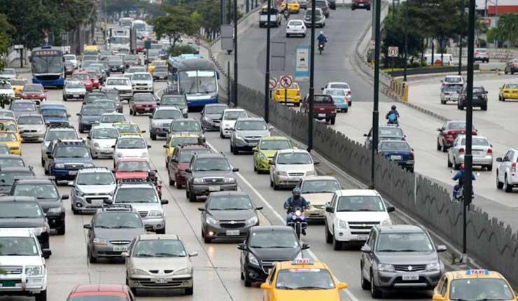 Bloqueos viales siguen pese a nuevos semáforos en Guayaquil