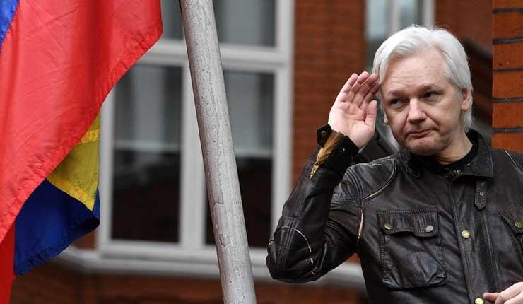 Presidente de Ecuador, Lenin Moreno quiere quitar el asilo a Julian Assange