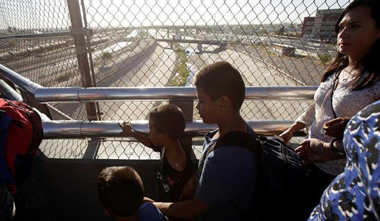 EE.UU. devuelve a una madre su bebé lleno de polvo y piojos tras 85 días de separación