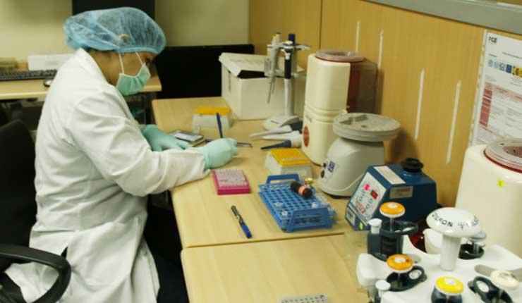 Más de 300 médicos en Guayaquil reclaman sus salarios al Ministerio de Salud