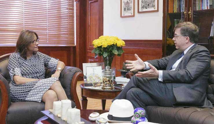 Se reúnen la Presidenta del Legislativo ecuatoriano y el embajador de EE.UU.