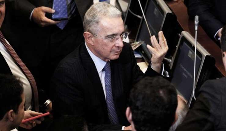 Uribe renuncia al Senado tras escándalo de corrupción