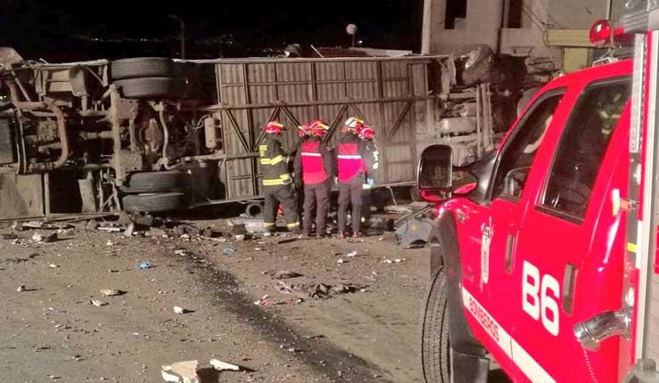 Accidente en la vía Quito - Papallacta deja 24 fallecidos, terror en las vías continua