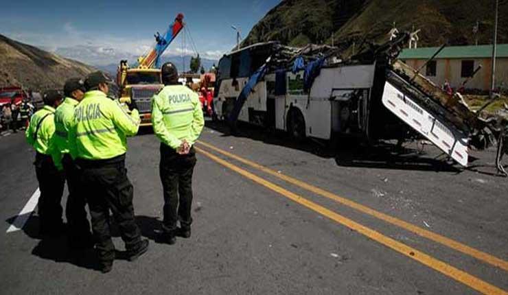 Sancionan a dos directores, un teniente de Policía y 4 agentes de tránsito tras el accidente en la vía Pifo-Papallacta