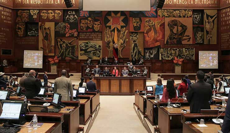 6 de cada 10 ecuatorianos no cree en los asambleístas