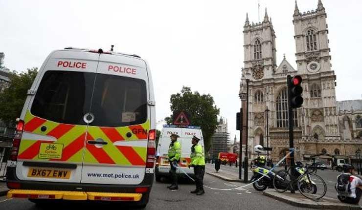 Atentado con automóvil frente al Parlamento británico deja varios heridos