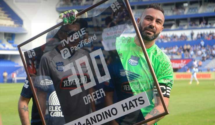 Reconocimiento a Esteban Dreer por sus 300 partidos con Club Sport Emelec